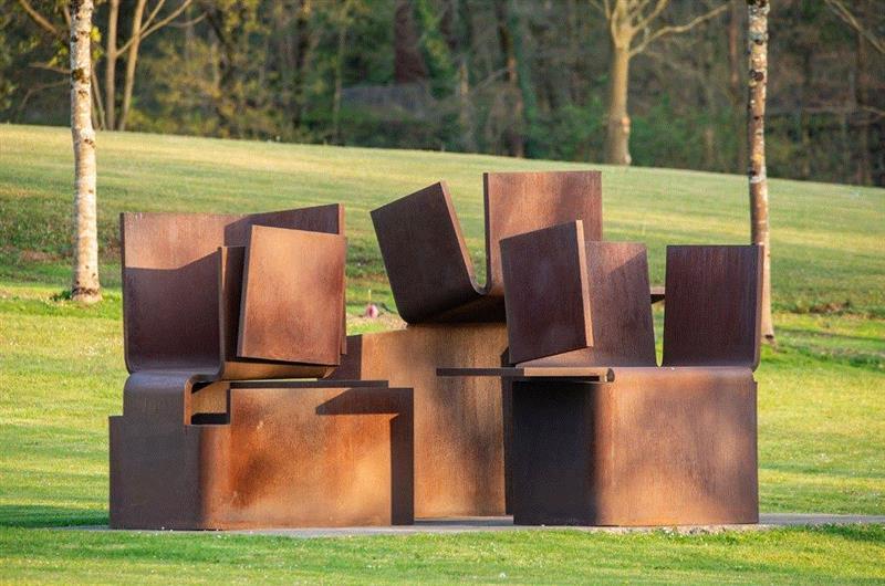 ▲爱德华多·奇利达,《寻光 III》,2000,考顿钢,第一部分:230 × 236 ×
