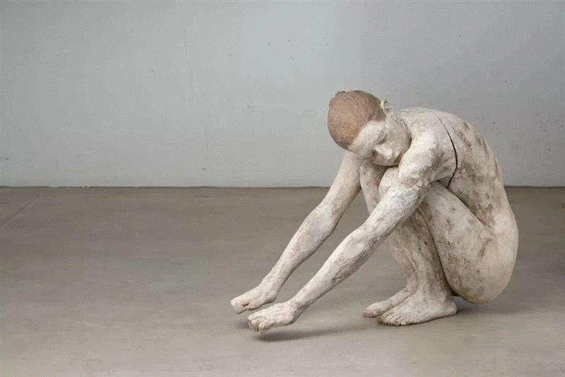 《消失的视野Orizzonti perduti》,流动的情绪——布鲁诺·瓦尔波特的表现与隐喻,布鲁诺·瓦尔波特,布鲁诺,雕塑,木雕,姿态,材质,木材,外部,模特,中央美术学院美术馆
