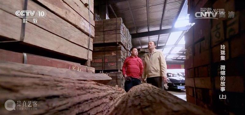 """▲阚三喜在木材市场,微缩丨他用10年""""重建""""了圆明园,创下四项世界之最,圆明园,微缩丨他用,世界之最,微雕,阚三喜,建筑,木材,全景,门窗,瓦片"""