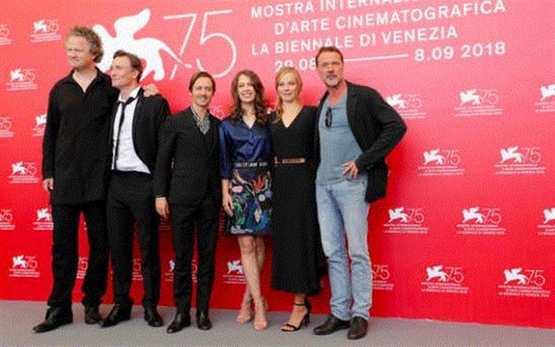"""《无主之作》主创亮相威尼斯电影节,全场鼓掌三分钟,""""德国李安""""又出大尺度新片,全场,李安,尺度,新片,艾莉,电影,卡尔,伊丽莎白,纳粹,军官"""