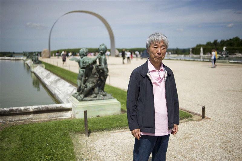 李禹焕于凡尔赛宫展览前,2014年6月11日。图片版权: Fred Dufour、Getty Ima