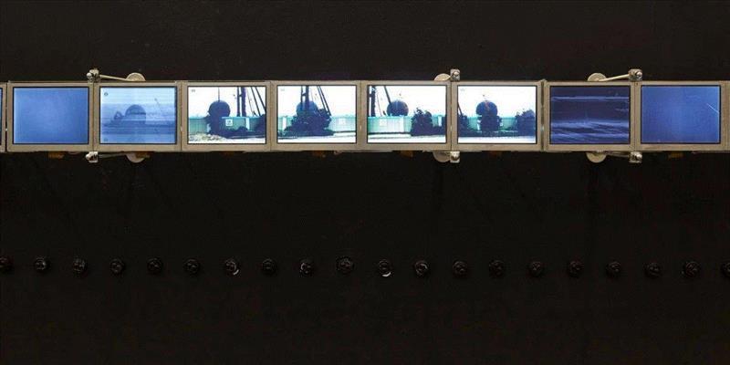 《有球形建筑的风景》 by 张培力,装置,2008,由博而励画廊提供/Courtesy of Boe