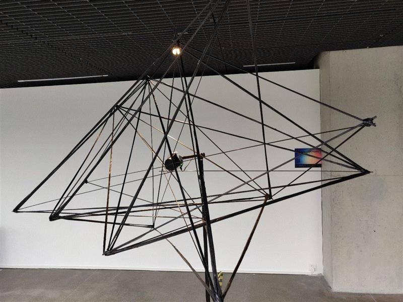 《光的缠绕》 by冯晨,装置,2019,深圳重磅新媒体艺术盛事,两年一次!不可错过!