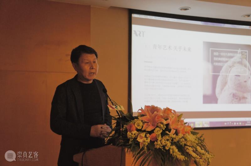 广州华艺大艺文化艺术发展有限公司董事总裁李峰先生为大家介绍大艺博的定位和使命.jpg