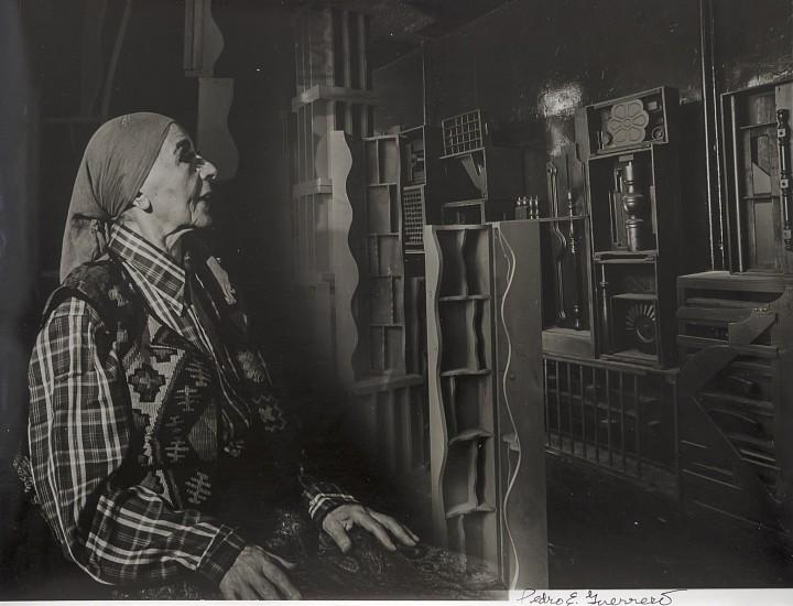 Estate of Pedro E. Guerrero, Louise Nevelson in her NY studio, 1978, source, edwardcella.com.jpg