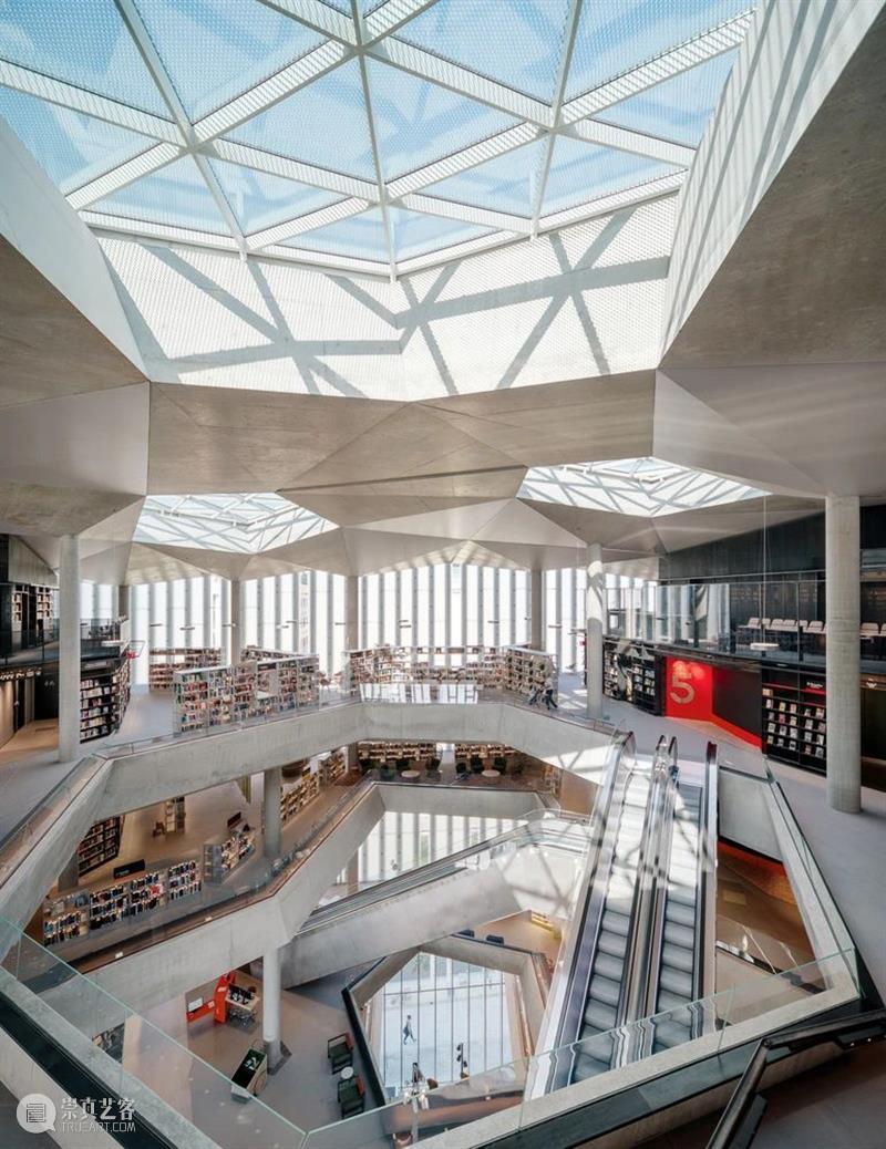Newsstand168   未来电影院与图书馆,已经到来 热点聚焦 文化力研究所 图书馆 电影院 未来 经典 创意 商业 文化 资讯 动态 一早 崇真艺客