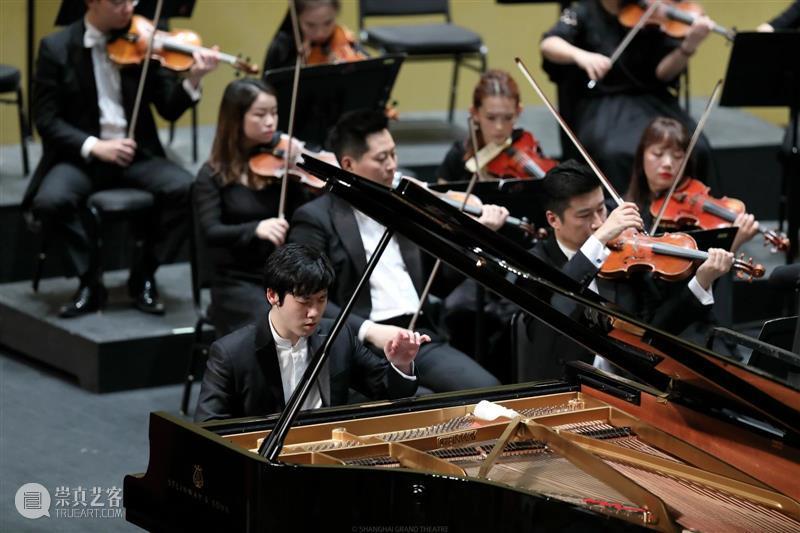 """今晚 继续非同寻常的""""朝圣""""之旅,聆听张昊辰指尖下的恢弘贝多芬 张昊辰 贝多芬 指尖 纪念贝多芬 诞辰 贝多芬钢琴协奏曲全集Beethoven Concertos时间 DatesTime Sat 地点 Venue 崇真艺客"""