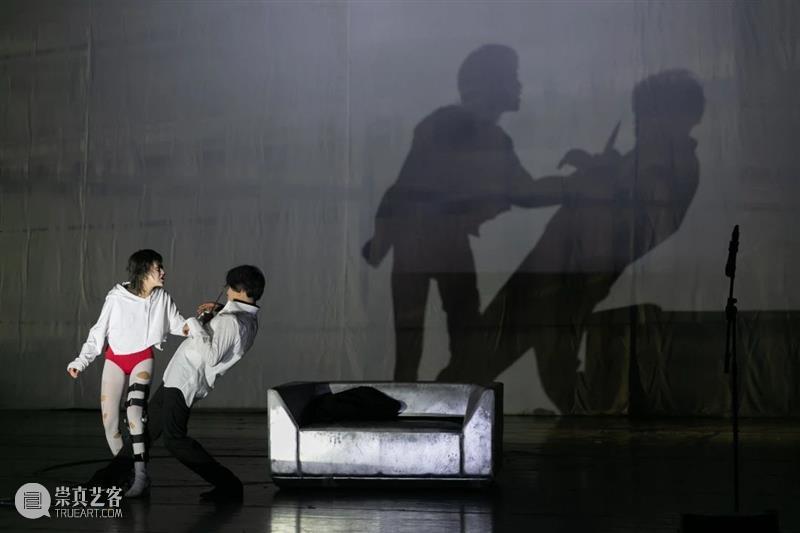 陷入不降温的爱情 爱情 城市 定义 关于爱情归宿的最新观念 北京 保利剧院 归宿 观念 赵莉莉 陈小龙 崇真艺客