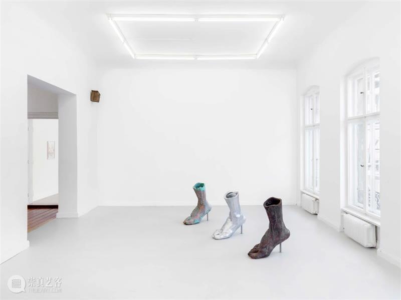户尔柏林   群展「WALKING IN ICE」在冰上行走   正在展出 柏林 户尔 群展 现场 ICE 展期 Duration 地址 Location Potsdamer 崇真艺客