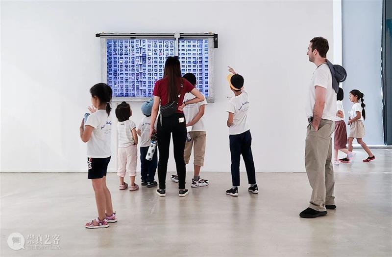 """胡为一 :""""积聚与生成——2020上海当代艺术展""""参展艺术家 艺术家 上海 艺术展 作品 Works 无痕 液晶显示器 铝合金 窗框 钢化玻璃 崇真艺客"""