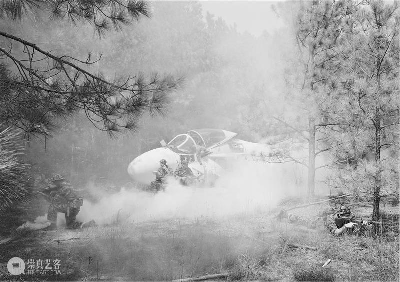 同行/下一秒战争   An-My Lê Lê 战争 同行 越南 西贡 美国 摄影师 生活 工作 纽约 崇真艺客