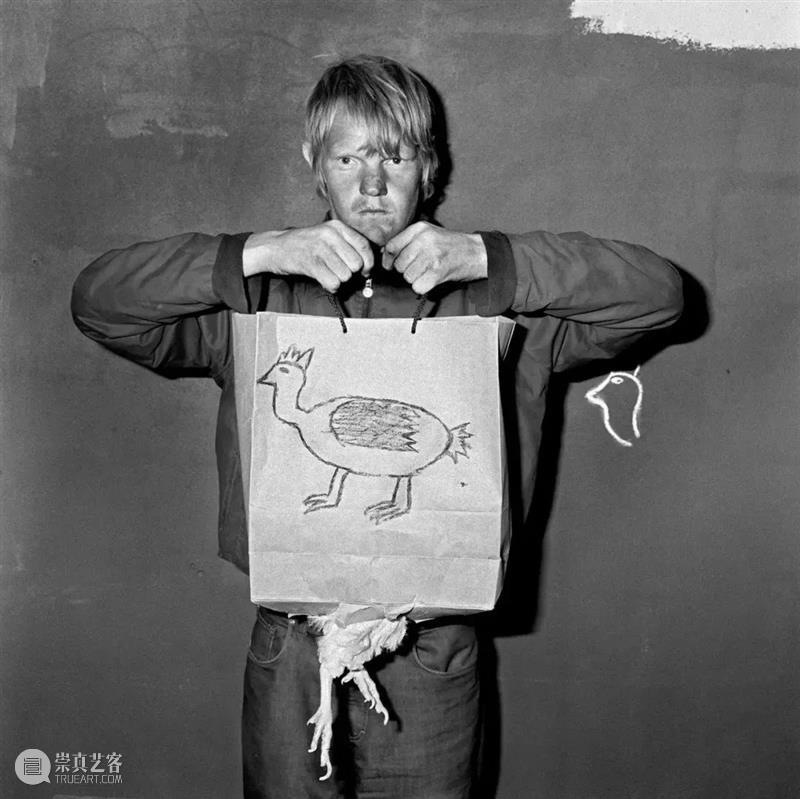 【IFA-艺术赏析】影像应该凌驾于语言之上|罗杰·拜伦的怪诞黑白世界 影像 语言 之上 罗杰 拜伦 IFA 艺术 黑白世界 画面 照片 崇真艺客