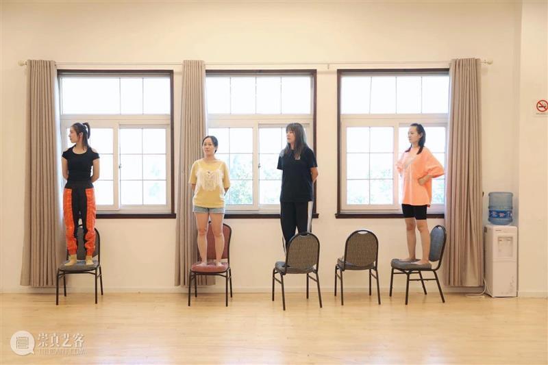 行动即感知   暑期戏剧教育表演工作坊圆满结束 戏剧 表演工作坊 世界 前夕 行动 智慧 工作坊 学员们 掌声 上海话剧艺术中心 崇真艺客