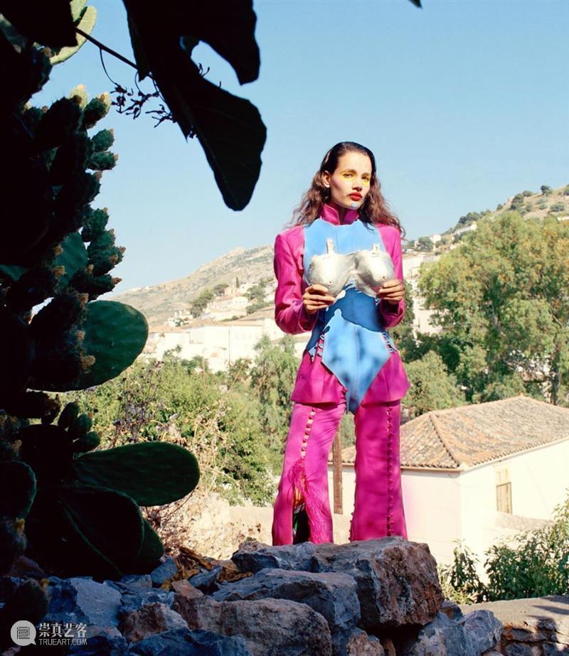 服饰丨用100个金属乳头制成锁甲——圣马丁怪女孩的面料实验炼金术 圣马丁 金属 面料 乳头 锁甲 服饰 怪女孩 炼金术 上方 中国舞台美术学会 崇真艺客