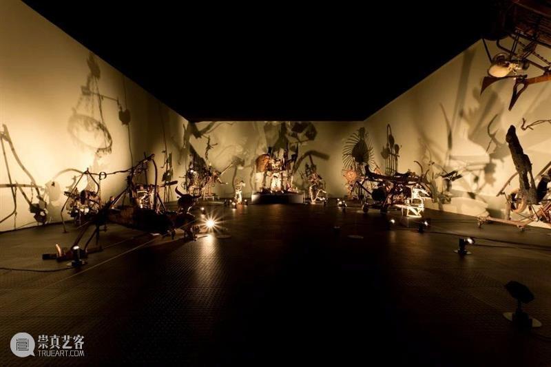 同行/枪杆子里出八音盒   Pedro Reyes Reyes 同行 枪杆子 八音盒 墨西哥城 生活 工作 雕塑 建筑 录像 崇真艺客