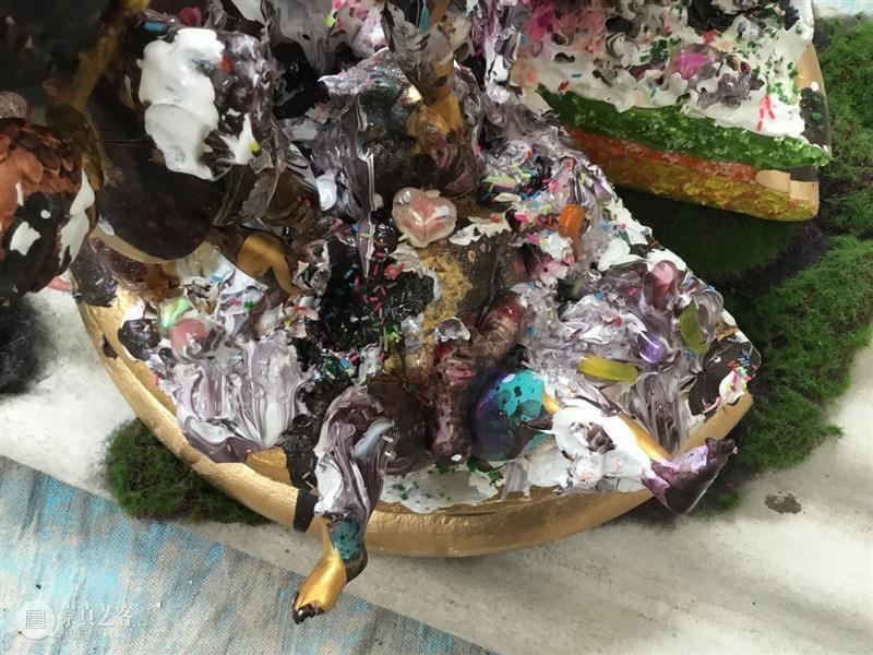 """燎原说画   分蛋糕 """"天使蛋糕"""" 天使蛋糕 蛋糕 燎原 画廊 黄燎原 视频 郑维 树脂 丙烯 现成物天使蛋糕 崇真艺客"""