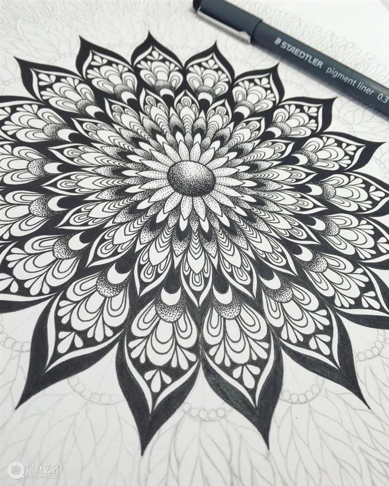 眼花缭乱的重复艺术,没点耐心真的画不出来!—— Sonja Bella 艺术 Sonja Bella END 崇真艺客