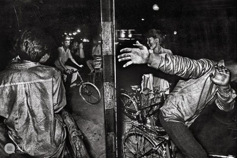 展讯 | 浪奔时代——馆藏影像研究展(1980-2020) 影像 时代 展讯 研究展 广东 录像 作品 文献 基础 于广东 崇真艺客
