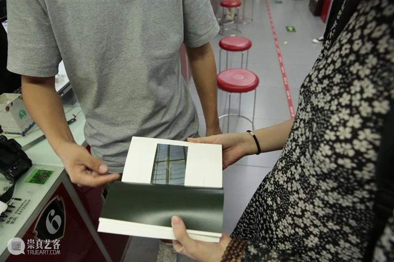 线下工坊回顾 | 摄影创作在书籍和输出中的呈现 工坊 书籍 三影堂摄影奖 艺术家 柳川 白杉 课程 学员们 图片 纸张 崇真艺客