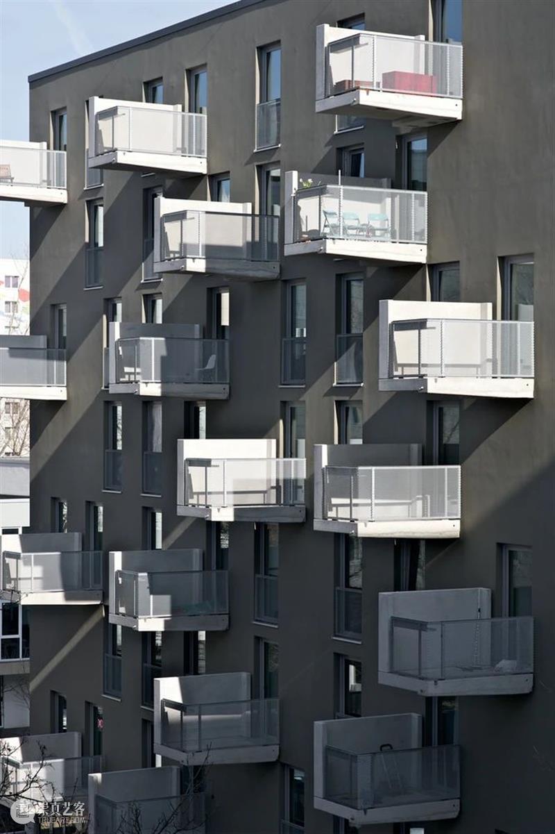 '张牙舞爪'的阳台,Paul-Zobel柏林公寓 / Heide & Von Beckerath 阳台 Paul 柏林公寓 Alberts公寓 柏林利希腾伯格区 住宅 综合体 城市 密度 态势 崇真艺客