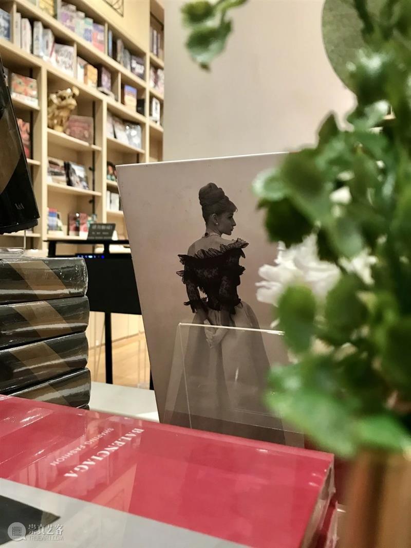 新店 | 艺文书店升级完成:画廊咖啡&插画首展就绪!等你来~  海上世界文化艺术中心 崇真艺客