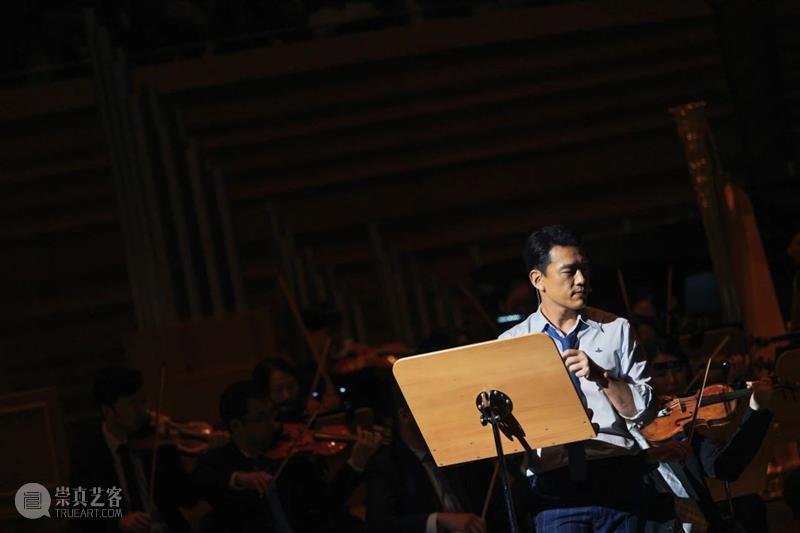 """在舞台上""""精分""""是什么体验 视频资讯 广州大剧院 舞台 精分 一人 张含韵 韩雪 两人 角色 音乐剧 周深 女孩 崇真艺客"""