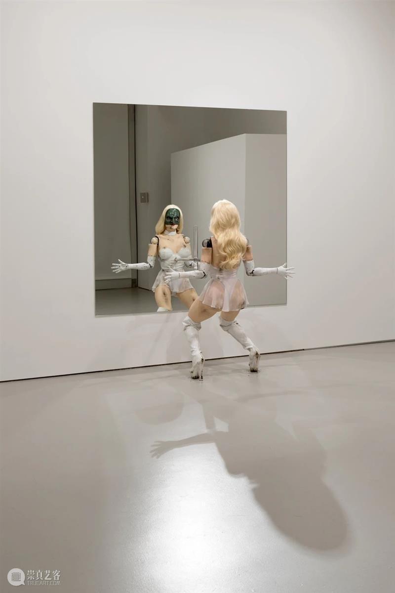 今日生日   乔丹·沃尔夫森(Jordan Wolfson) 乔丹 沃尔夫森 Jordan Wolfson 生日 卓纳 画廊 作品 彩绘雕塑 伦敦 崇真艺客