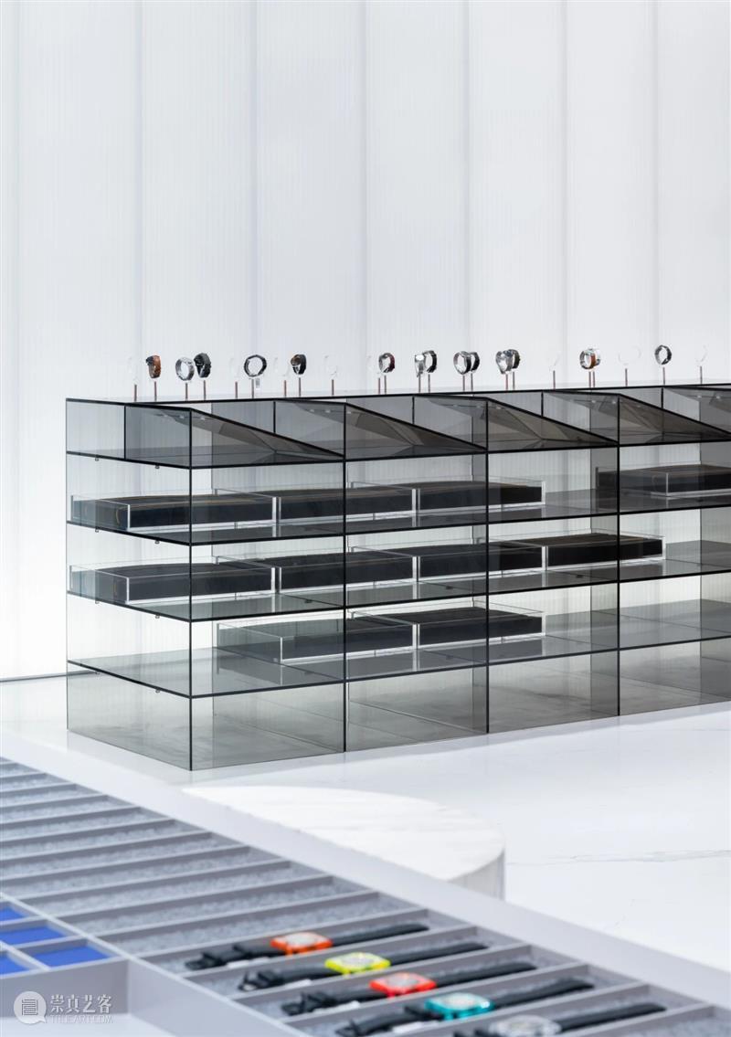 材质的对比,MOMIC 手表品牌集合店 / 西涛设计工作室 西涛设计工作室 手表 品牌 MOMIC 材质 Studio 蜜糖 白色 大理石 体块 崇真艺客