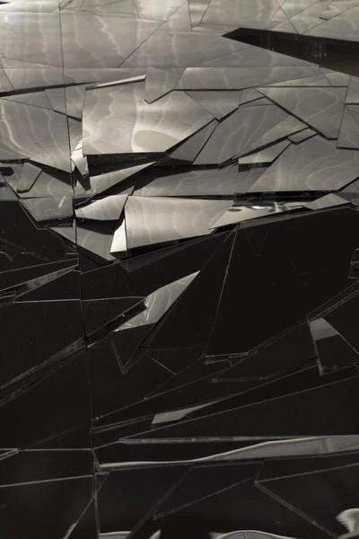 立木画廊艺术家专题——李昢 Lee Bul   西岸艺博会2020 画廊 艺术家 Bul 专题 西岸艺博会 西岸 艺术 博览会 标志性 作品 崇真艺客