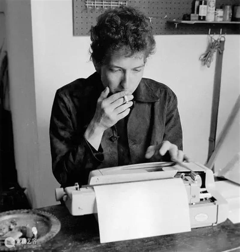 倒计时10天丨认识鲍勃·迪伦的另一重身份 鲍勃·迪伦 身份 昔日 如今 音乐史 传奇 风霜 目前 诺贝尔文学奖 音乐人 崇真艺客