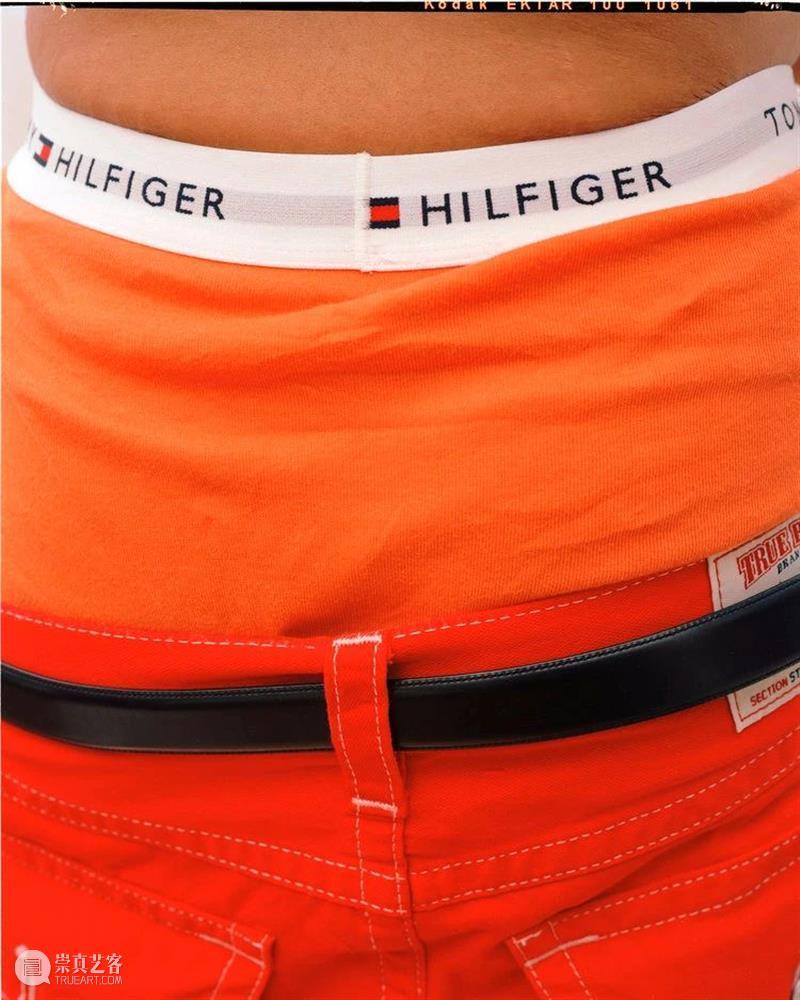我认为松垮的裤子是一种代码,是特定人群的标志 裤子 松垮 标志 代码 人群 照片 Pieces Photography 影像 之间 崇真艺客