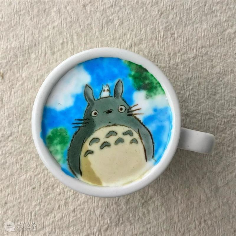 看多了传统的咖啡拉花,来看看这位帅哥是怎样创新的吧!  学美术,看▷ 咖啡拉花 帅哥 END 崇真艺客