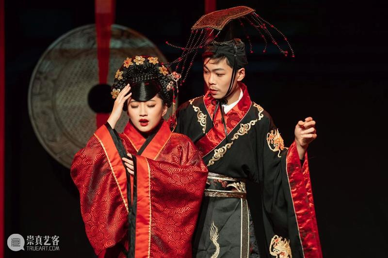 第二届上海市中小学生戏剧节昨晚闭幕 戏剧节 上海市 中小学生 上海话剧艺术中心 三楼 戏剧 沙龙 主题 背景板 演技 崇真艺客