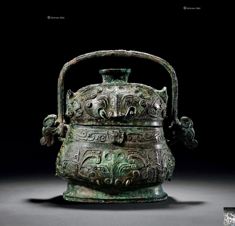 在香港拍卖的估价上千万的青铜器 青铜器 香港 商代 安阳 时期 青铜 饕餮纹带族徽三羊尊 尺寸 口径 出处 崇真艺客
