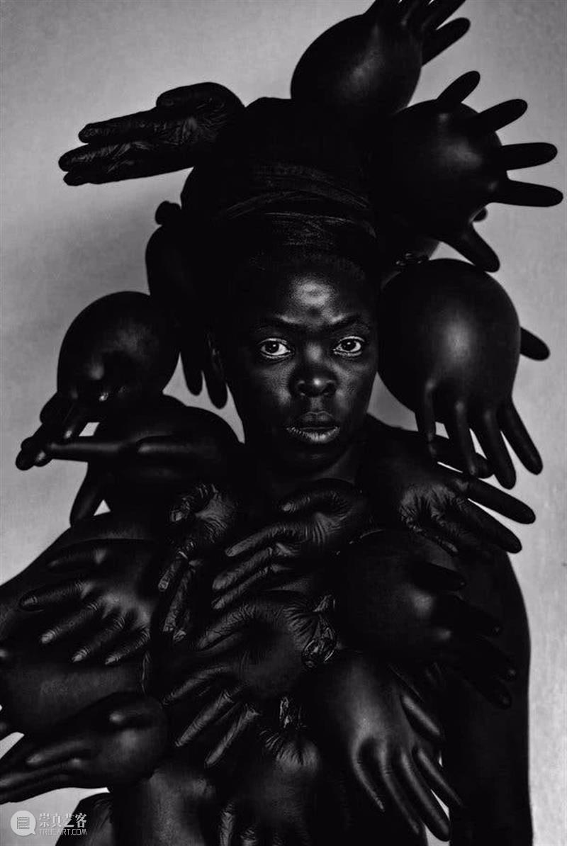 光社摄影图书馆 |   向黑色母狮致敬  光社摄影图书馆 黑色 母狮 Vol.31 Muholi 南非 姆拉齐 小镇 工作 约翰内斯堡 崇真艺客