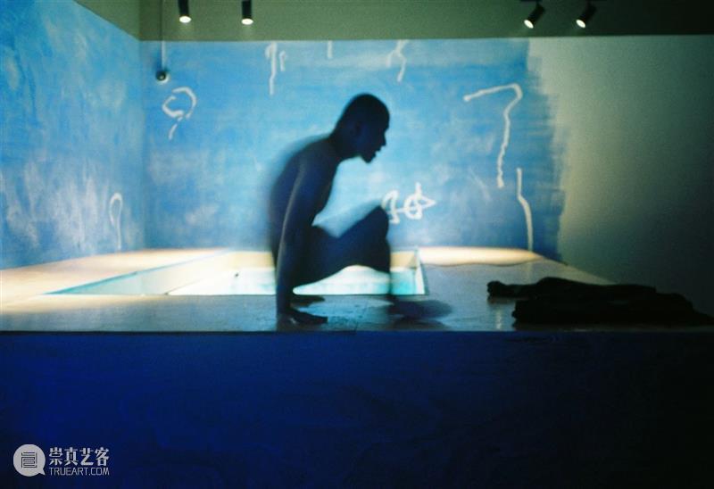 BANK 新年特别活动 | 郑力敏个人表演项目《不确定的气氛》|  Performance by Zheng Limin BANK 郑力敏 气氛 个人 项目 新年 Program Time 地点 Address 崇真艺客