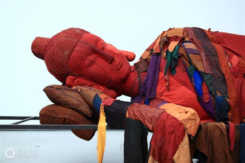一条专访   她造了一尊6吨重的佛像,美得惊心动魄,还引来了日本大师 博文精选 厦门宝龙艺术中心 大师 佛像 日本 涅槃 胡军军 厦门宝龙艺术中心 艺术家 代表性 系列 作品 崇真艺客