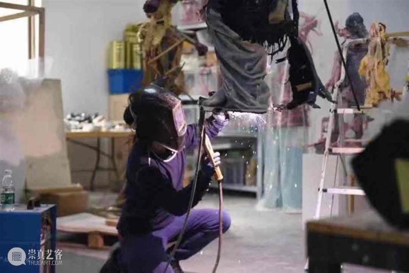 靳山 Jin Shan | 从政治走向心理的身体 | 昊美术馆访谈 视频资讯 MABSOCIETY 昊美术馆 身体 靳山 政治 心理 Jin Shan Channel 系列 艺术家 崇真艺客