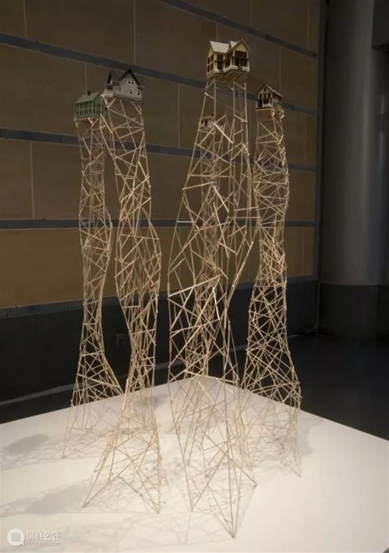 装置丨漂浮的蘑菇云——转瞬即逝、令人恐惧的美丽 蘑菇云 装置 上方 中国舞台美术学会 右上 星标 本文 雕塑 毁灭性 矛盾 崇真艺客