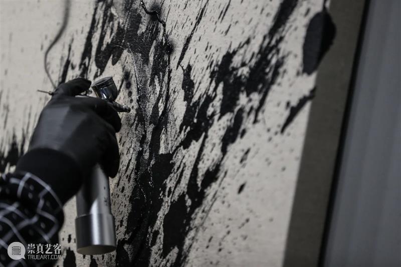 陈英杰(画图男) x Anti-General即兴跨界创作精彩现场戳看→ 现场 陈英杰 General 活动 绘画 电子音乐 视觉 听觉 潮流 艺术 崇真艺客