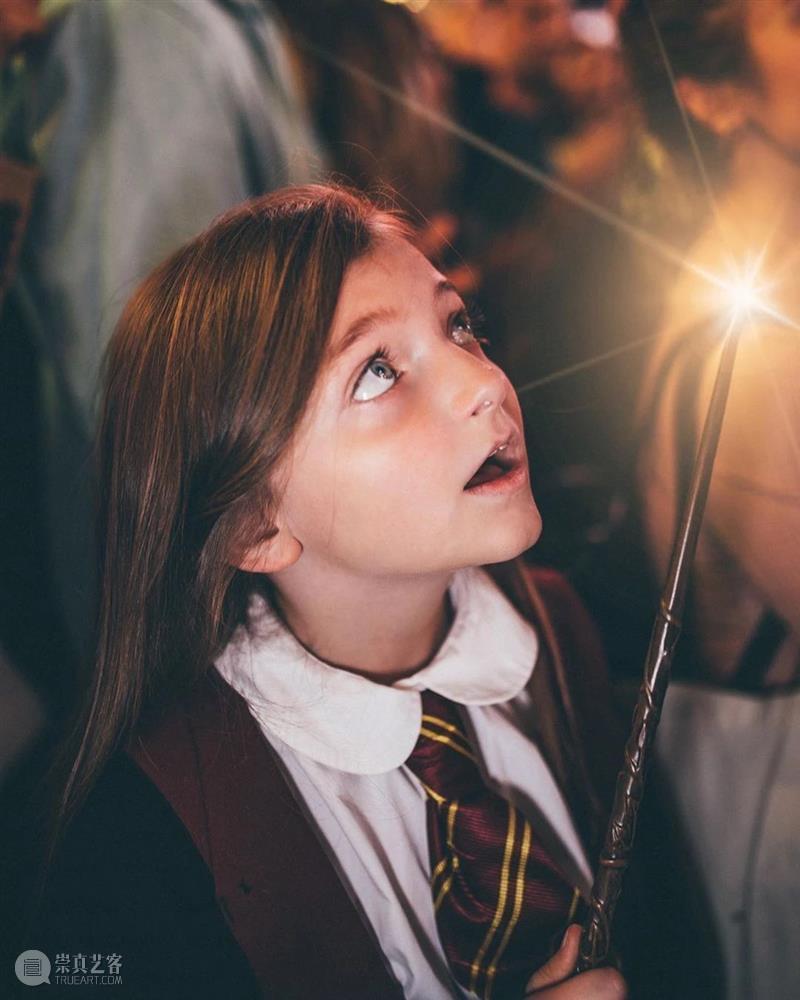 靠PS出现的的魔法学校,太有想象力和创造力了吧 !  学美术,看▷ 魔法 学校 想象力 创造力 END 崇真艺客