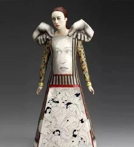 雕塑丨超现实主义瓷雕人物故事套着故事,形象交错着形象 人物 瓷雕 故事 形象 雕塑丨超现实主义 上方 中国舞台美术学会 右上 星标 本文 崇真艺客