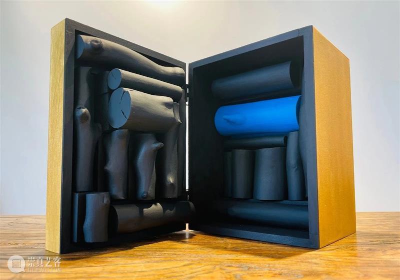 艺术圈也出盲盒了!首期100件作品新鲜亮相! 艺术 作品 盲盒 首期 殷娘娘 艺直播 活动 扫码 房间 计划 崇真艺客