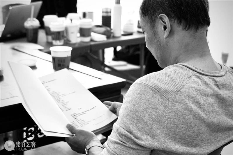 话剧是什么,请来看《家客》。 视频资讯 上海话剧艺术中心 家客 话剧 GUEST 丈夫 故事 戏剧 作品 编剧 喻荣军 灵感 崇真艺客