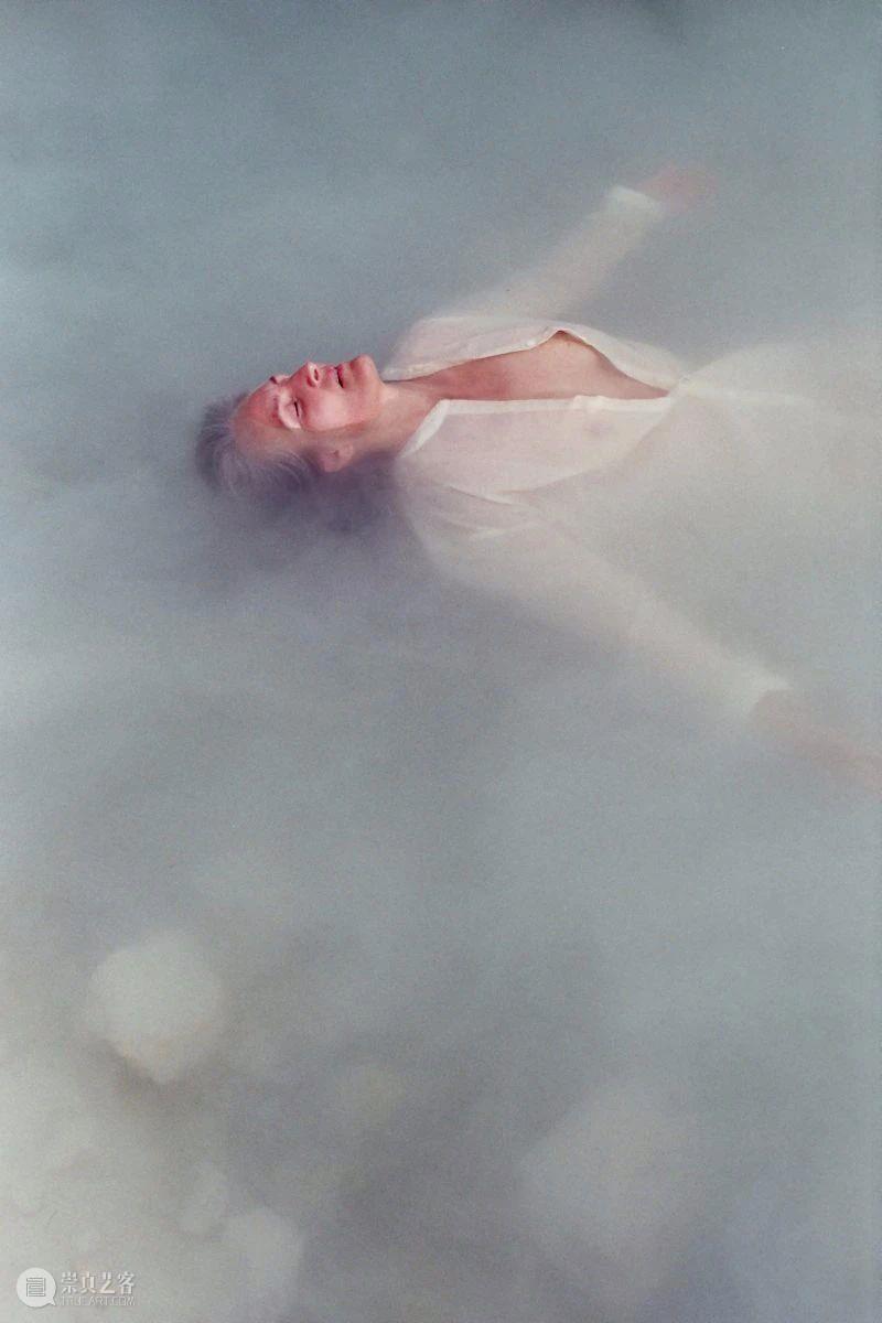 光社摄影图书馆     我们来自水,在走路与说话前就先漂浮了  光社摄影图书馆 Ariana Pérez 人类 故事 人们 照片 幻想感 眼睛 东西 崇真艺客