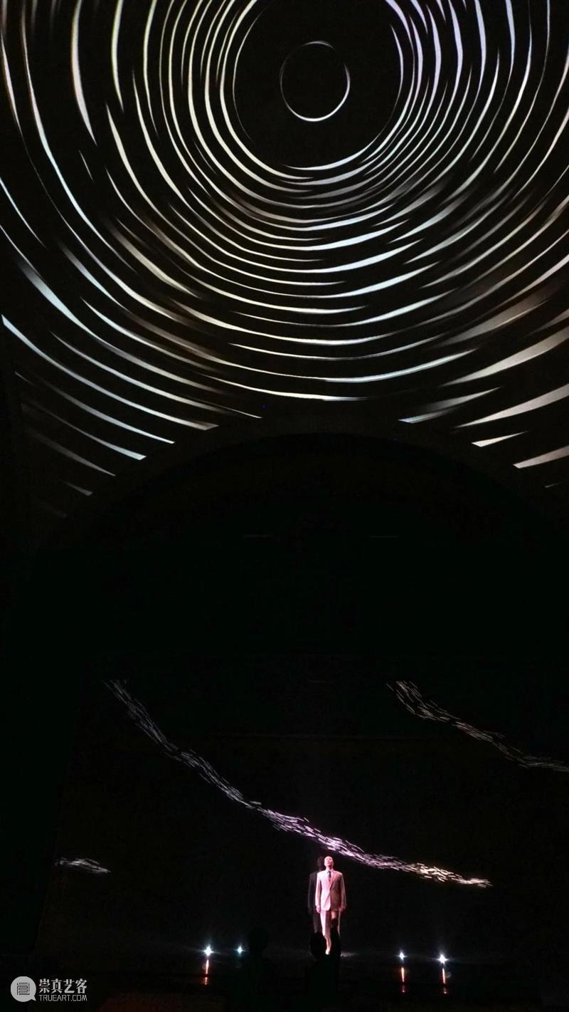 清华大学110周年校庆光影秀《大先生》 清华大学 校庆 光影 大先生 清华 精神 代代 清华大学美术学院 新媒体演艺创新研究所 大礼堂 崇真艺客