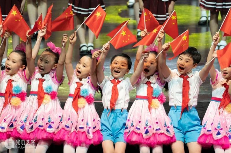 六一儿童节快乐   孩子们的笑脸是最珍贵的礼物! 孩子们 笑脸 礼物 翅膀 勇气 星星 梦想 火炬 世界 飞翔吧少年 崇真艺客