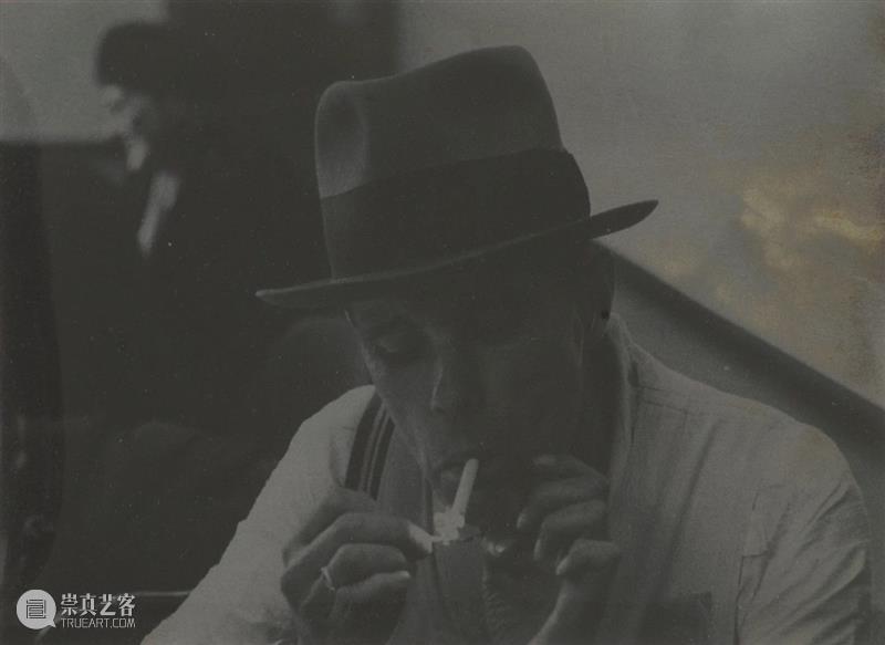 HOW 博伊斯百年诞辰 | 不同世界间的媒介  格雷格·杨森 世界 博伊斯 HOW 诞辰 媒介 无题 约瑟夫·博伊斯 肖像 溴化银 昊美术馆 崇真艺客