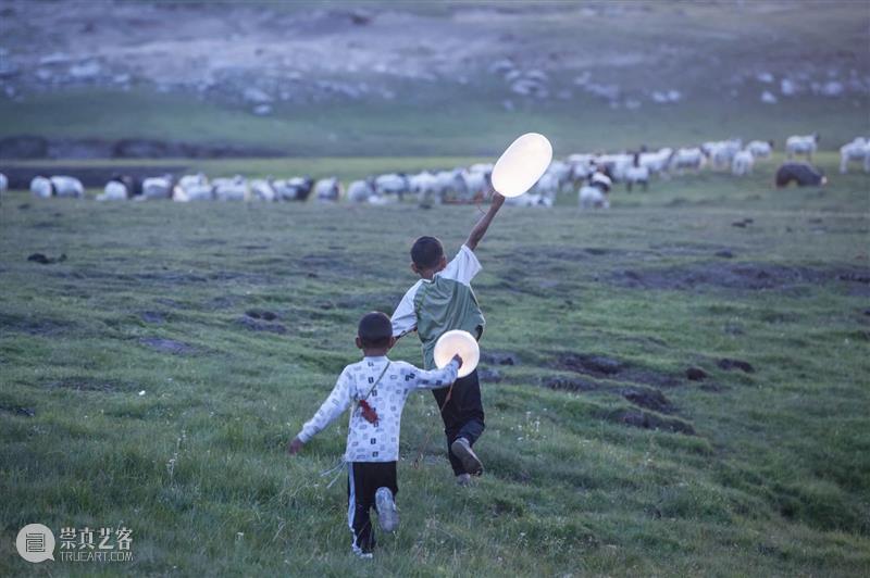 国际交流 | 导演万玛才旦作品《气球》于法国上映 导演 万玛才旦 作品 气球 法国 国际 BCAF 荣誉 藏族 电影 崇真艺客