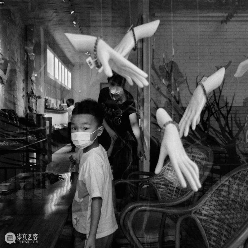 """展讯   京城""""役""""景 京城 展讯 COVID 映画 摄影家 吴雁 策展人 那日松 顾问 杨浪 崇真艺客"""
